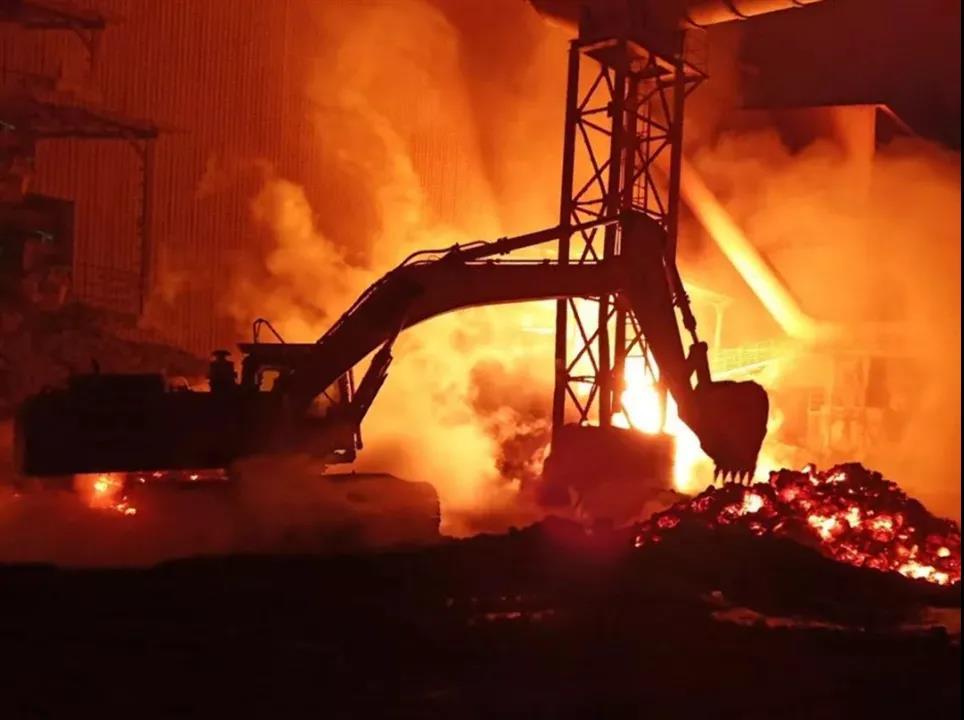 1000 ℃ Ferro Fuso che l'Escavatore SANY Gestisce Giornalmente